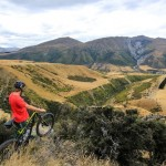 Mountainbiker enjoys the view over Rabbit Ridge